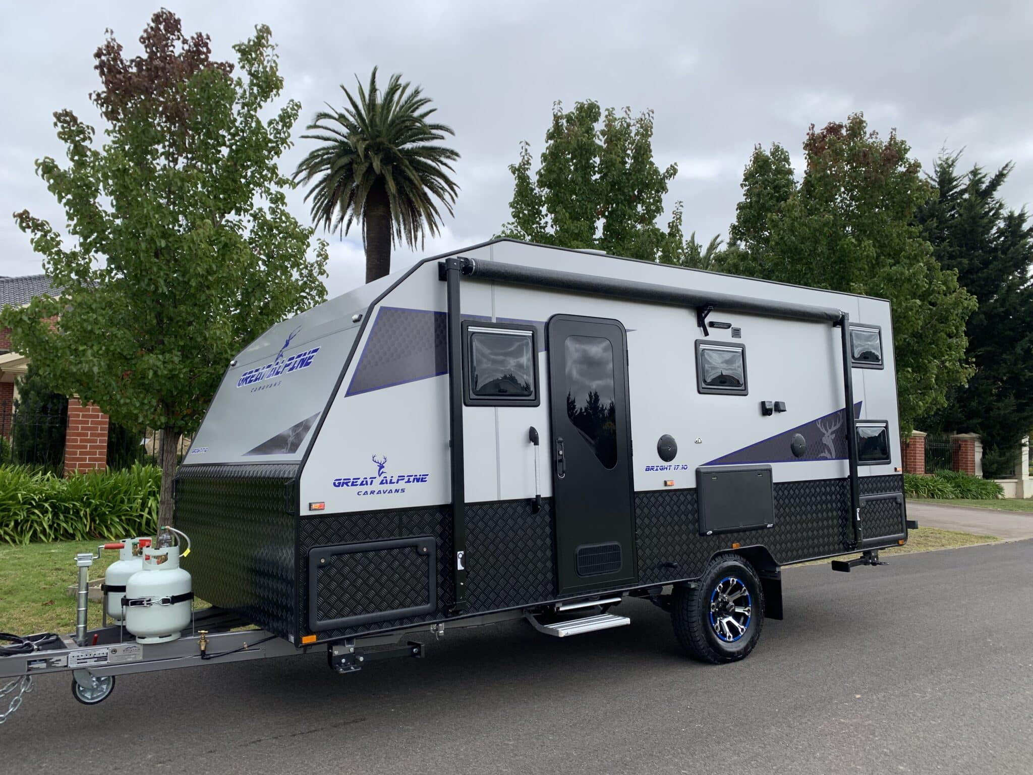 Great Alpine-Bright family bunk 17.10ft with full ensuite